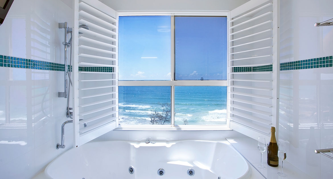 Jacuzzi with ocean view at Villa Seascapes | Sunshine Coast Holiday Homes