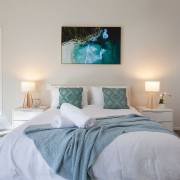 Queen size bed | Beach Wave House