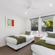 Bedroom with 2 beds - 60 Beachway 03