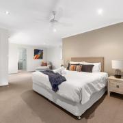 Spacious modern master room - 60 Beachway 05