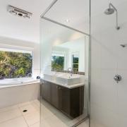 Modern Bathroom of 60 Beachway 06